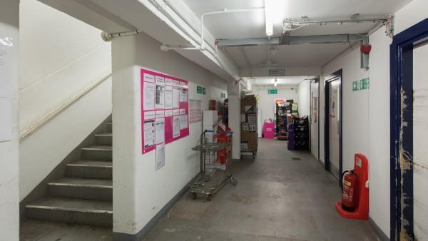 glasgow_-_g42_8pe_-_basement_corridor