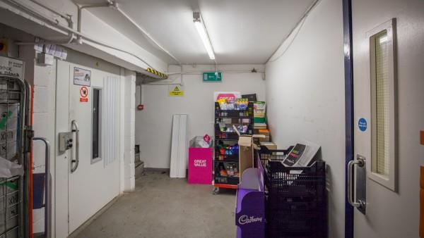 glasgow_-_g42_8pe_-_basement_goods_lift