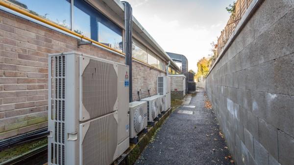 newbury_-_rg14_2nu_-_side_of_building_01_air_conditioning