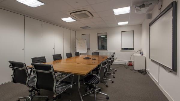 newbury_-_rg14_2nu_-meeting_room,_first_floor_01