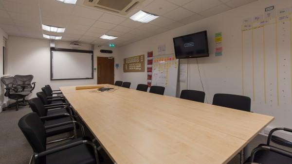 newbury_-_rg14_2nu_-meeting_room,_ground_floor_02