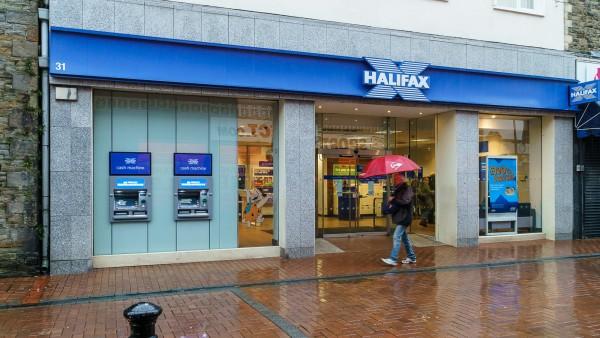 Bank of Scotland plc | | 31 Queen Street | | | South Wales | Neath | | SA11 1DN